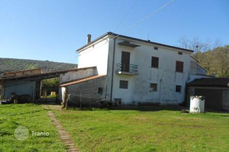 4 bedroom houses for sale in Abruzzo. House in Collecorvino, Pescara. Italy