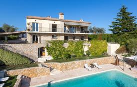 Luxury houses with pools for sale in Vallauris. Beautiful villa with a sea view, Vallauris, France