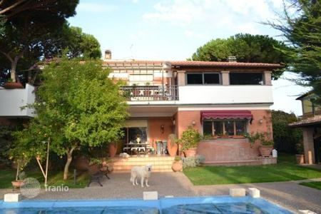 Luxury houses with pools for sale in Lazio. Villa – Lazio, Italy