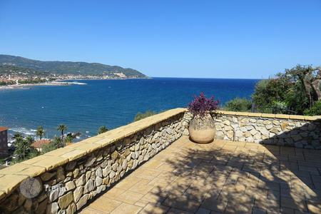 Property for sale in Diano Marina. Luxury villa for sale in Liguria with incredible sea views, a corner of paradise just steps from the beach