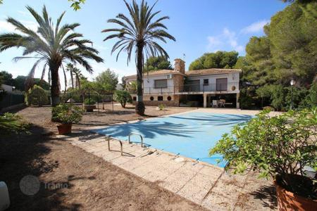 5 bedroom houses for sale in Costa Blanca. Wonderful Villa in urb. Dehesa de Campoamor, Orihuela Costa