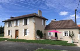Property for sale in Hauts-de-France. Historical villa with a spacious garden and outbuildings, 20 minutes from Morlaas, Pas-de-Calais, France
