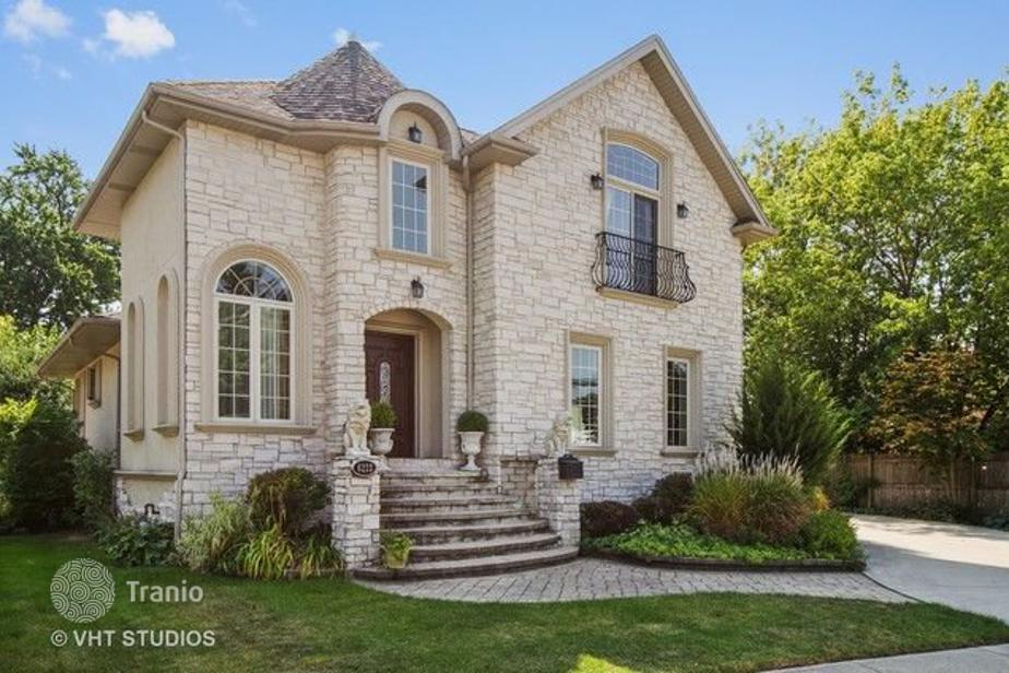 Villa For Sale In Chicago Usa Listing 1708454