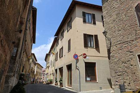 Residential for sale in Chiusi. Townhouse for sale in Tuscany