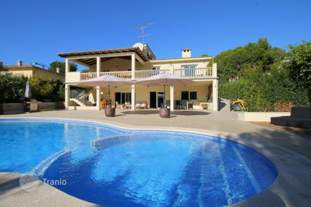 5 bedroom houses for sale in Majorca (Mallorca). Cozy villa in Santa Ponsa, Majorca, Balearic Islands, Spain