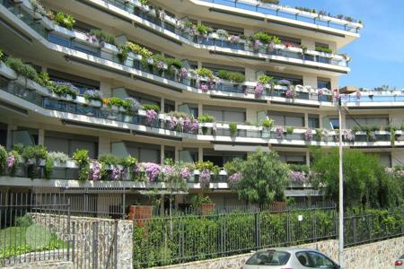 Residential from developers for sale in Catalonia. Two bedroom apartment with two balconies in a new house with pool and garden, close to the park, district Sarria-Sant Gervasi, Barcelona