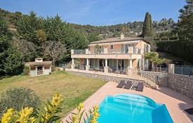 4 bedroom houses for sale in Villefranche-sur-Mer. Cozy villa with a pool, two terraces and a garden in an elite residence, Villefranche-sur-Mer, French Riviera, France
