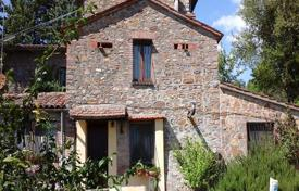 Houses for sale in Parrano. Stone two-storey villa with a pool in Parrano, Umbria, Italy