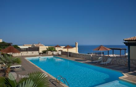 Buy a villa in the island of Rethymnon on the beach
