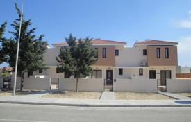 A 3 bedroom linked detached house in Pyla with private pool and large basement for 350,000 €