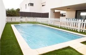 Townhouses for sale in Costa Dorada. Terraced house – Calafell, Catalonia, Spain