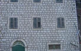 Sea front, old stone, house in Muo/Kotor. Three story + penthouse. Little garden at the back. Great investment! for 258,000 €