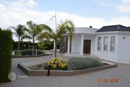 Luxury houses for sale in Chloraka. Private Villa 600m from Beach, 3 Bedrooms + Studio Annex with Title Deeds — CHLORAKAS