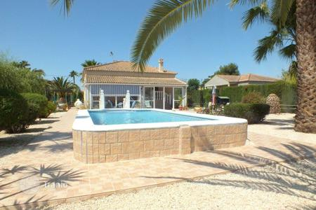 Houses with pools for sale in Catral. Villa of 3 bedrooms in Catral