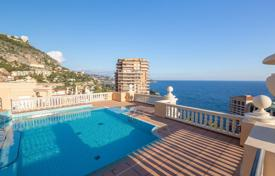 Luxury 3 bedroom apartments for sale in Monaco. Renovated apartment with terrace and sea view, in residence with swimming pool, Monaco