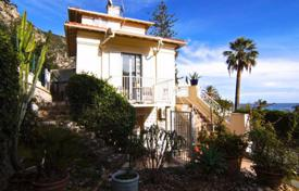Cheap apartments for sale in Beaulieu-sur-Mer. Bright two-bedroom apartment on the seaside