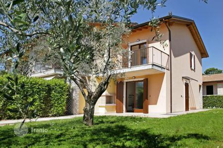 Property for sale in Bardolino. Terraced house – Bardolino, Veneto, Italy