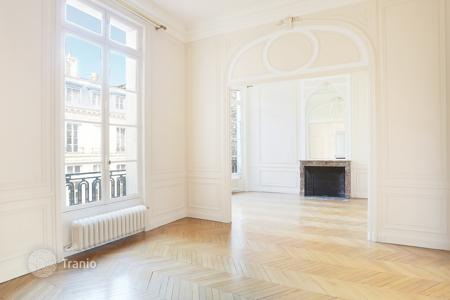 Luxury 3 bedroom apartments for sale in Paris. Paris 16th District – An elegant over 150 m² apartment in a prime location