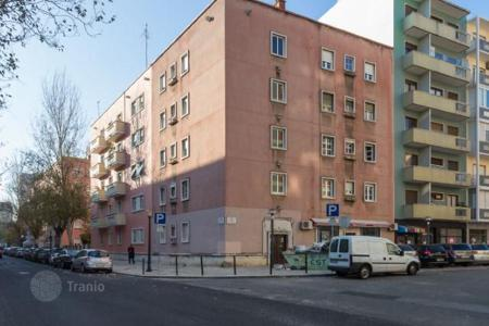 Cheap property for sale in Lisbon (city). The apartment in the center of Lisbon