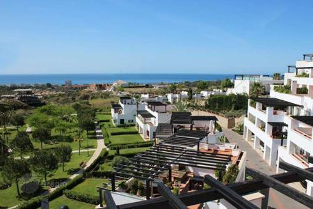 2 bedroom houses for sale in Marbella. Ideal for golf lovers offering the best views!