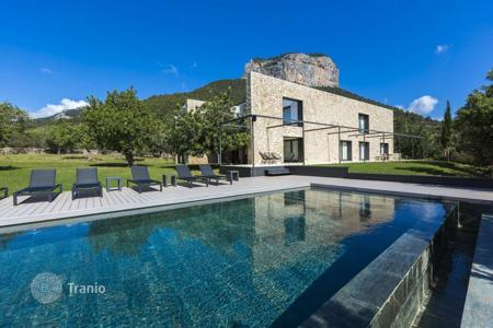 5 bedroom houses for sale in Majorca (Mallorca). Modern country house near the Tramuntana mountains, Alaro, Spain. Three large terraces, garden, heated pool, guest apartment