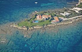 Luxury furnished villa, occupying an entire peninsula, with a private beach, a swimming pool and lounge areas in a quiet area, Stintino, Italy for 9,000,000 €