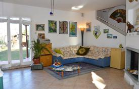 3 bedroom houses by the sea for sale in Liguria. Two-storey semi-detached villa with a garden, a porch and a terrace, at 300 meters from the sea, in a quiet district of Bordighera, Italy