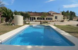 5 bedroom houses for sale in Benissa. Villa of 5 bedrooms with terrace, garden and pool, just 10 minutes from the centre of Benissa