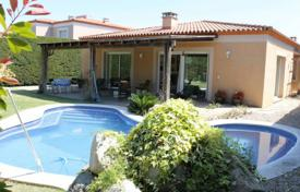 4 bedroom houses for sale in Costa Dorada. Comfortable villa with a private garden, a pool and a terrace, Reus, Spain