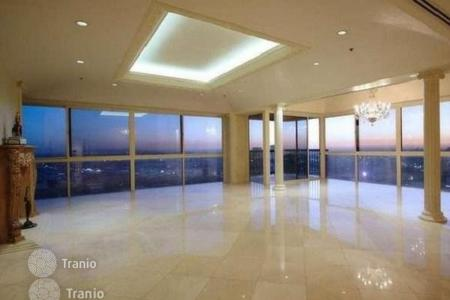 Luxury property for sale in North America. Apartment with panoramic view in prestigious residential complex with swimming pool, Los Angeles, USA