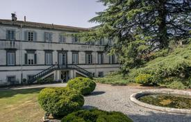 Luxury houses for sale in Lucca. Ably restored 18th century manor ensemble in Lucca