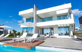 Property to rent in Famagusta. Sea front luxury-deluxe villa with amazing huge heated pool (8x16m), located in prime area of Agia Napa. Only a few steps fro