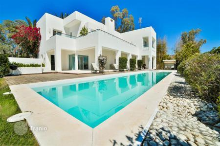4 bedroom villas and houses by the sea to rent in Andalusia. The luxurious villa in prestigious region of Marbella, Spain
