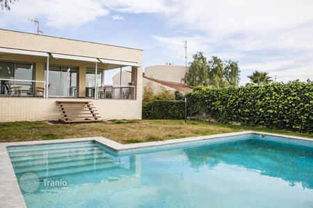 Luxury 5 bedroom houses for sale in Catalonia. Two-storey house with a swimming pool, garden and garage in Vallpineda area, Sitges, Costa Dorada