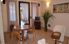 3 bedroom apartments for sale in Bordighera. Three-level apartment with furniture in the center of Bordighera