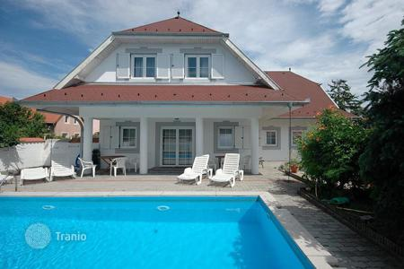 Houses with pools for sale in Keszthely. This exceptional property is in excellent shape! Located at the most wanted, verdant neighborhood of Keszthely