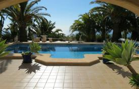 Houses for sale in Cumbre. Villa of 5 bedrooms with pool terrace and panoramic views over the sea in Benitachell