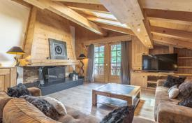 Spacious duplex with a balcony overlooking the village and the mountains, Megeve, Alpes, France for 2,415,000 €