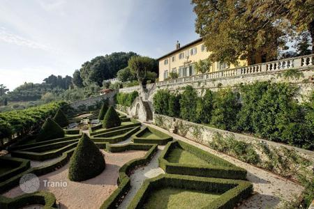 Houses for sale in Tuscany. Extraordinary position in front of the islands of the archipelago
