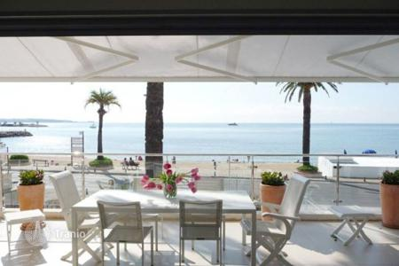 Luxury 6 bedroom houses for sale in Vallauris. Villa - Vallauris, Côte d'Azur (French Riviera), France