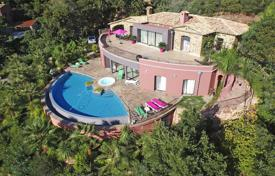 5 bedroom houses for sale in Theoule-sur-Mer. Comfortable villa with a sea view, a private garden, a swimming pool, a Jacuzzi and a garage, Théoule-sur-Mer, France
