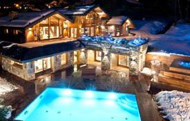 Villas and houses for rent with swimming pools in Auvergne-Rhône-Alpes. Chalet – Meribel, Auvergne-Rhône-Alpes, France
