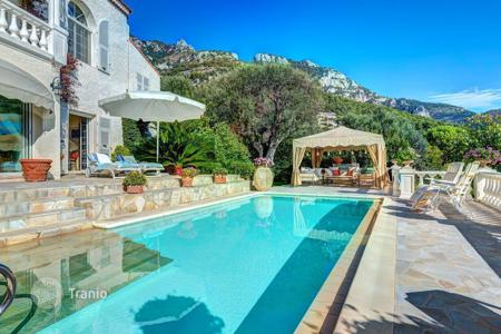 Luxury 5 bedroom houses for sale in France. Villa with beautiful views overlooking Monaco