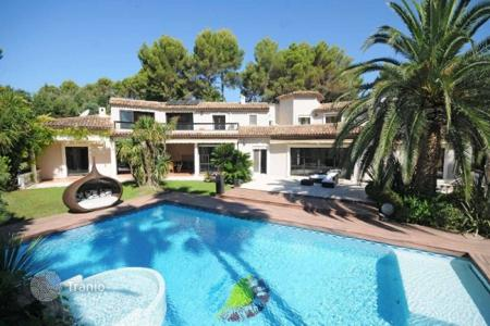 Luxury residential for sale in Mougins. Villa - Mougins, Côte d'Azur (French Riviera), France