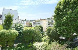 Luxury property for sale in Neuilly-sur-Seine. Neuilly-sur-Seine. A near 150 m² apartment bathed in sunshine.