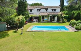 Cheap property for sale in Grasse. Villa – Grasse, Côte d'Azur (French Riviera), France