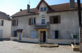 Property for sale in Hauts-de-France. Spacious villa with a guest house and a garden, in the center of a medieval village, Pas-de-Calais, France