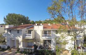 Townhouses for sale in North America. Modern townhouse in Malibu