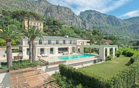 Houses with pools for sale in Èze. Near Monaco — Magnificent private domain