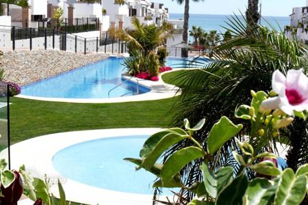"3 bedroom houses for sale in Costa Blanca. Torrevieja, La Mata, Community ""Azul Beach"". Bungalow of 90 m² built with private garden of 89 m²"